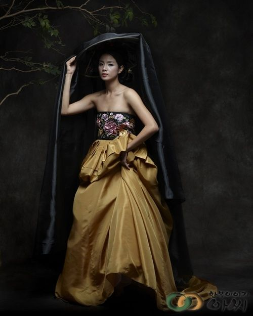 Dramatic modern hanbok!