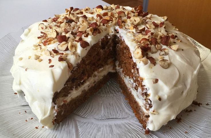Mængden herunder passer til 2 springforme. Når vi laver denne kage, så bruger vi ostecremen til den ene springform. Den anden fryse...