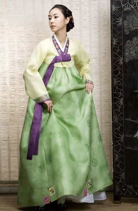 The Korean hanbok is graceful and comforable-looking.