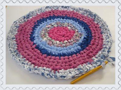 Kouzlo domova: Háčkovaný hadrový koberec