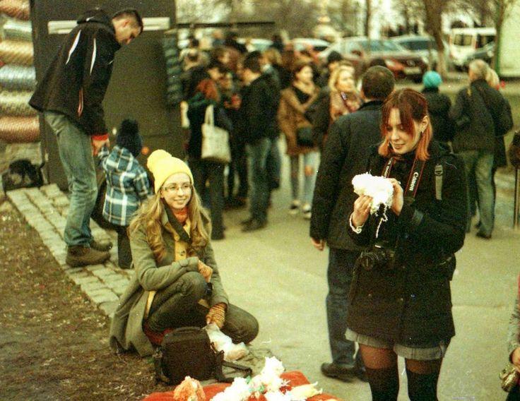 Барахолка. Киев Зенит Е. Пленка Леса отоваривается)  #барахолка #киев #украина #базар #рынок #девушка #девушки #выбор #покупки #петровка #пленка #зенит #зените #kiev #ukraine #girl #girls #cameraroll #zenit_e #fleamarket #market #buy