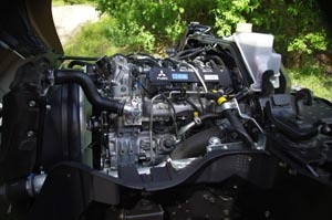 Unica la motorizzazione proposta: un quattro cilindri a corsa lunga Diesel denominato 4P10, Euro V e conforme ai severi standard EEV, di 3.000 cc, bialbero, trasmissione a catena (che consente intervalli di manutenzioni più lunghi), 4 valvole per cilindro, sovralimentato mediante turbocompressore a geometria variabile, common rail con iniettori piezoelettrici, da 175 CV raggiungibili a 3.500 giri/min e 430 Nm disponibili in un regime compreso tra i 1.600 e i 2.900 giri/min.