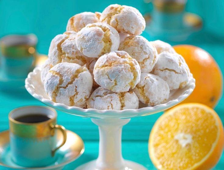 Söta, spröda och väldigt lättbakade är de här läckra kakorna med smak av apelsin och mandel.