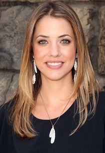 Julie Gonzalo es un actriz de Argentina. Ella actuado en Cinderella Story y Freaky Friday.