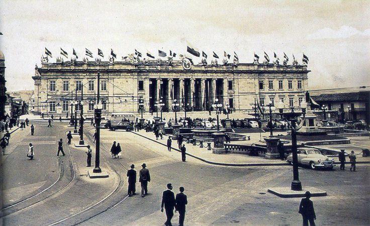 Así se veía la plaza de Bolivar a esta hora 67 años atrás antes de la muerte de Gaitán. Abril 9 de 1948