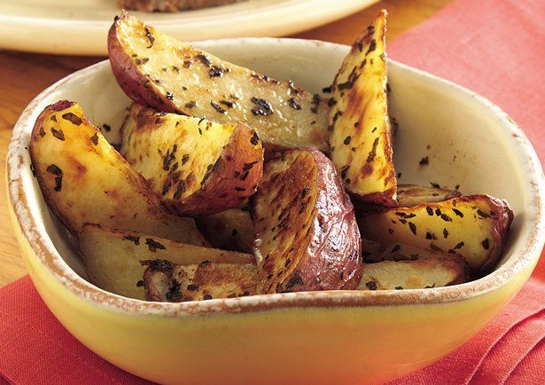 Garlic Oven Fries: Fries Recipe, Side Dishes, Red Potatoes, Ovens Fries, French Fries, Recipes, Betty Crocker, Garlic Ovens, Potatoes Wedges