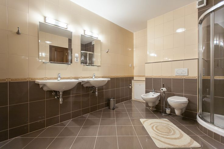 spacious bathroom in Park View Apartment #wilislovakia#wilitatry