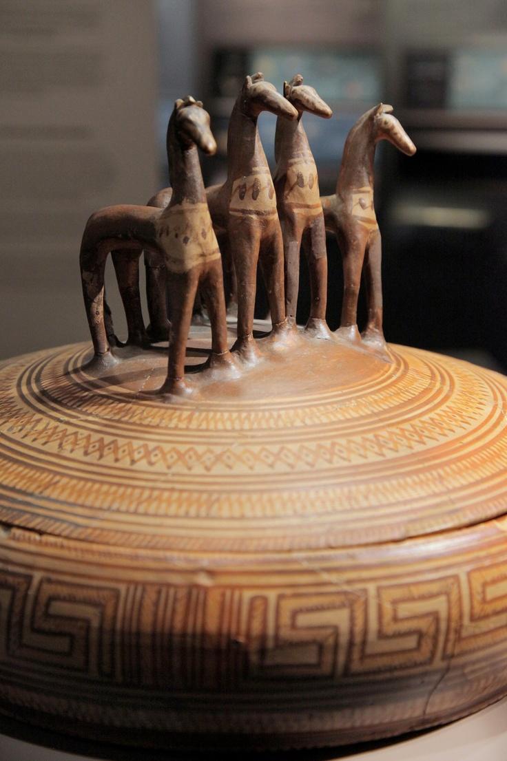 Pyxis with lid    clay  Greek  Late Geometric IΑ period  760-750 BC  Ph. Haris Akriviadis