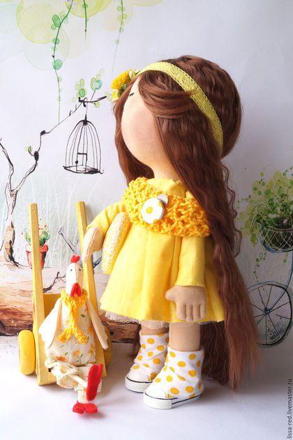 Купить или заказать Куколка  'Девочка  Jane' в интернет-магазине на Ярмарке Мастеров. Готовимся к светлому празднику Проснулась я и слышу — Весна стучит в окно! Капель несется с крыши, Везде светло-светло! И кажется — не птицы, А Ангелы летят. О том, что скоро Пасха, Они нам возвестят! У куколки можно сгибать и разгибать ручки, продается с петушком.