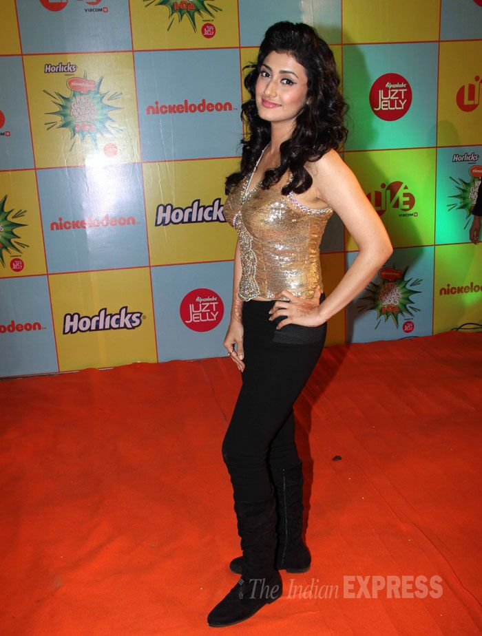 Ragini Khanna went for gold as she took to the orange carpet at the Nickelodeon Kids Choice Awards. #Bollywood #Fashion #Style #Beauty