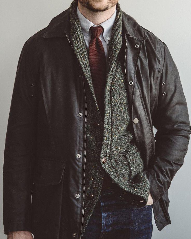 Back to work but still feeling in the holiday mood. @privatewhitevc waxed jacket @jcrewmens cardigan @spiermackay oxford and @japanbluejeans 601 high tapered denim. . . . #spierandmackay #selvedgedenim #rawdenim #rakish #rakishgent #classicmenswear #stylishmen #menstailoring #stylishgent #sartorial #madetobeworn #styleforum #dandystyle #mnswr #ptoman #mensweardaily #menswearblog #mensjackets #dapper #dappered #sprezzatura #style #stylish #fashion #menstyle #mensfashion #menswear…