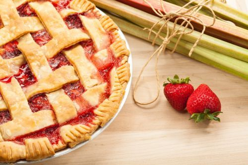 Recette de tarte de saison fraises et rhubarbes!