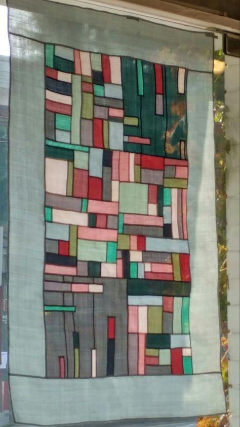 북한산에 가을빛이 물들기 시작했다. 그 빛깔 닮은 조각보의 마지막 매듭을 지었다. 아, 순식간에 물들어 ...