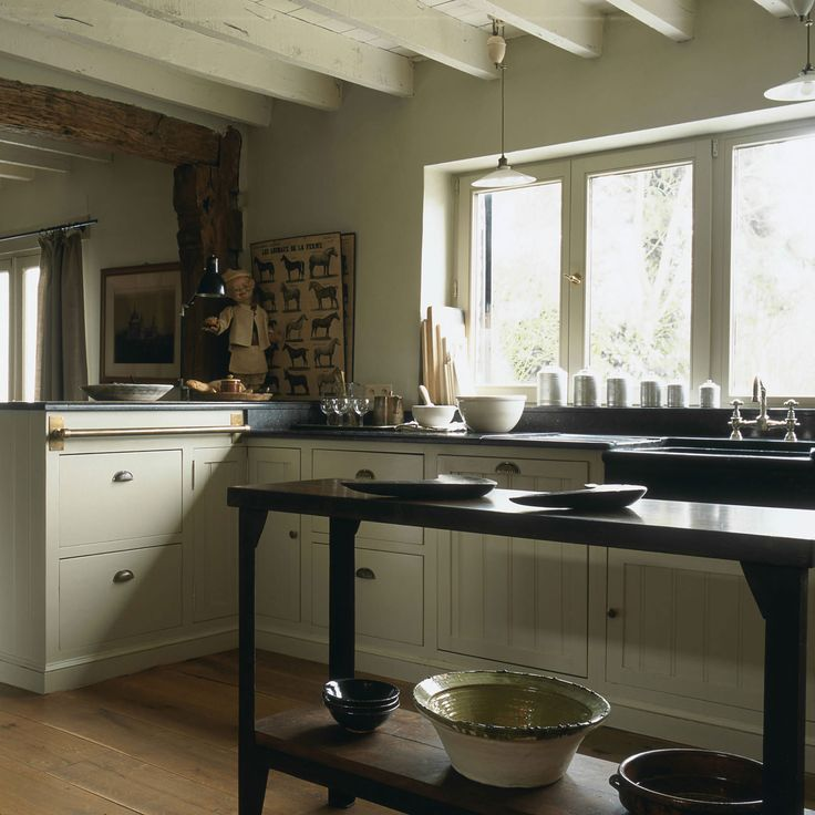 cuisine sur mesure en rable peint plan de travail en pierre bleue belge portes lisses et. Black Bedroom Furniture Sets. Home Design Ideas