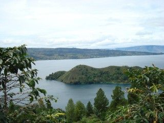 uitzicht op Tobameer op Sumatra tijdens een indrukwekkende rondreis georganiseerd door Indonesië Regisseur
