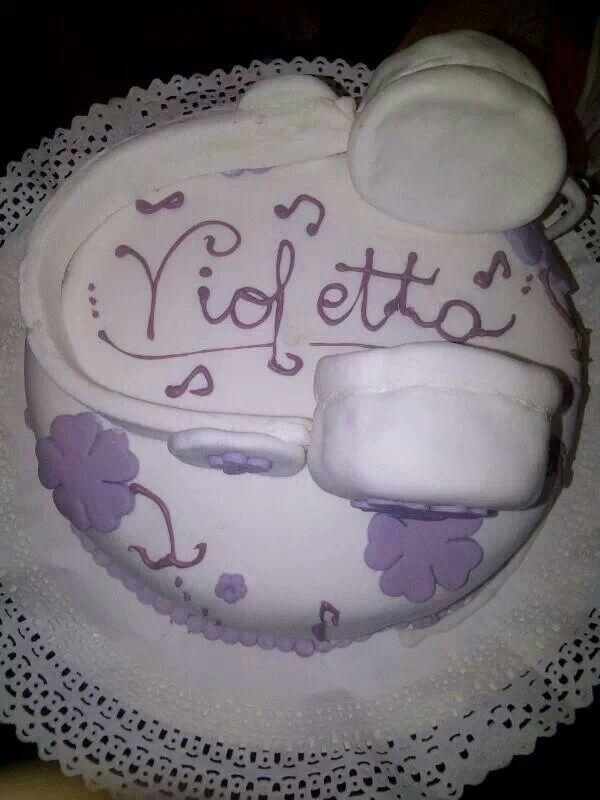 Torta violetta audifonos hecha por Mariana's Cake. https://m.facebook.com/marianas.cake.7