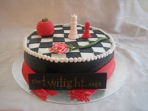 looking for birthday cake ideas and found this twilight saga cake :-D