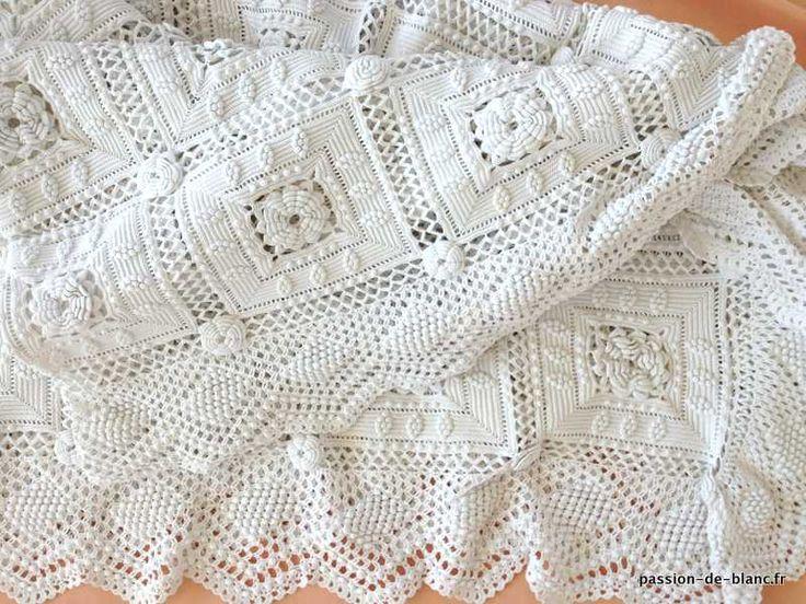 LINGE ANCIEN/ Merveilleux dessus de lit réalisé à la main au crochet d' art en coton perlé blanc