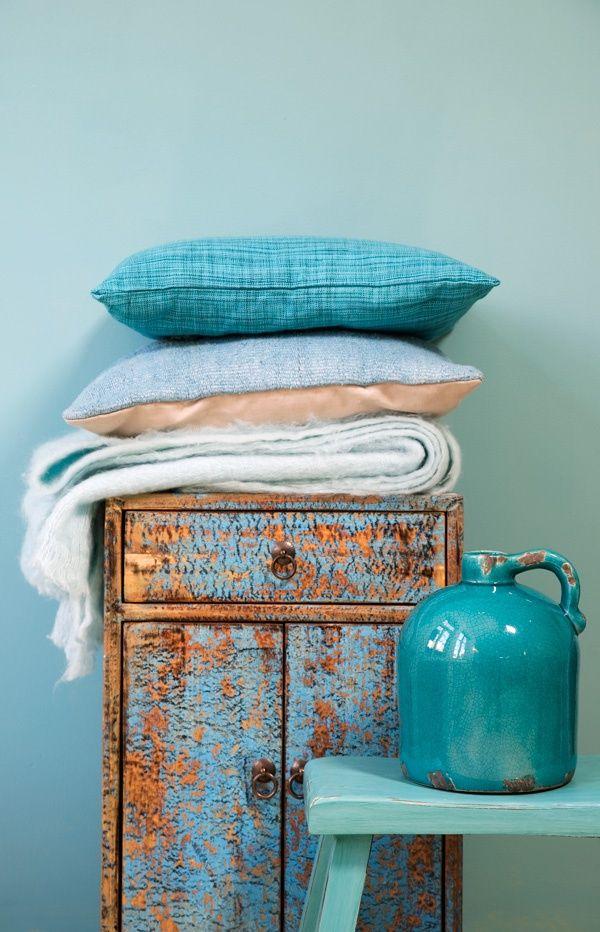coussins, bleu, turquoise, bouteille, vieux meuble