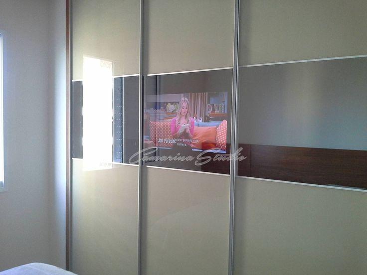 Guarda-roupa com TV embutida
