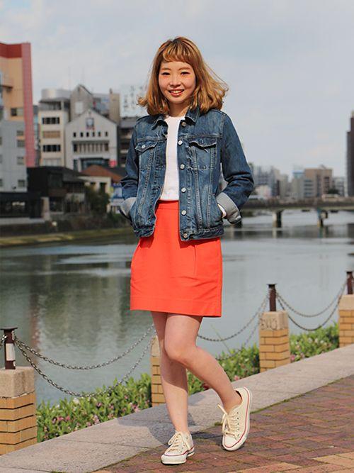 【キャナルシティ博多店スタッフ注目コーデ】 ビビットなオレンジスカートがデニムとマッチしたスポーティMIXコーデ。Gジャンはオーバーサイズでコクーンシルエットのスカートと好相性。 デニムジャケット (Color:インディゴ/¥9,900/ID:941572/着用サイズ:XS) セーター (Color:ホワイト/¥4,900/ID:224771/着用サイズ:XS) スカート (Color:オレンジ/¥5,900/ID:226234/着用サイズ:0) その他:参考商品 スタッフ身長:163cm ■オンラインストアはこちら http://www.gap.co.jp/browse/subDivision.do?cid=5643 ■キャナルシティ博多店 http://loco.yahoo.co.jp/place/g-aJEmiaPzlPw/