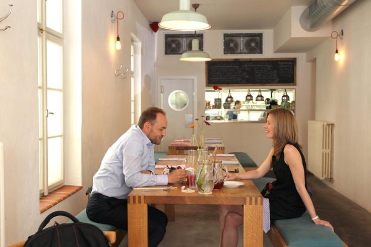 10 nejlepších restaurací v zemi podle odborníků  - zvítězilo pražské Sansho šéfkuchaře Paula Daye