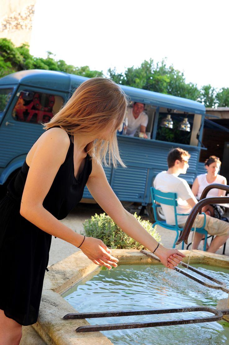 C'est à bord de notre #Foodtruck Le Camion Bleu que se déroulent nos soirées gustatives. #Restaurant #Alpilles #