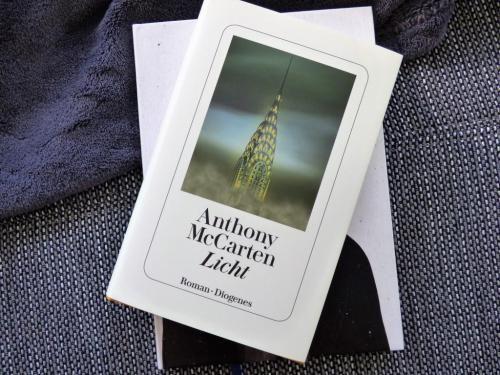 Licht von Anthony McCarten oder Faust gibt es noch - Rezension