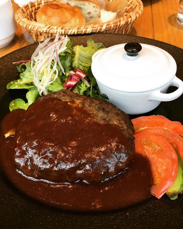 今日のランチ😋🍴💕 ◆ ◇ #ランチ#lunch#阪急西宮ガーデンズ#阪急百貨店#西宮北口#西宮#ハンバーグ#パン#おいしい#yummy#淡路産牛ハンバーグステーキ#肉#やっぱり肉が好き#楽しい