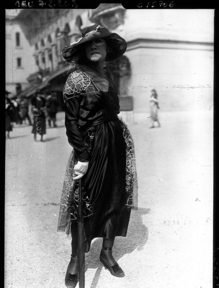 1910, Paris: Some of the world's first street style photography