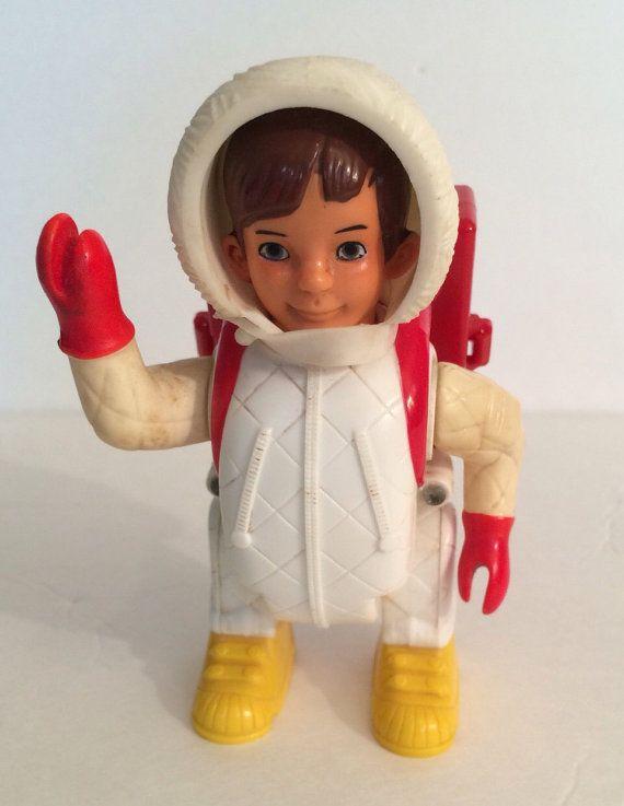 Dies ist ein 1971 Billy Blastoff Astronaut. Er hat rote Handschuhe und einen weißen Helm. Ich glaube, dass die roten Handschuhe ein wenig ungewöhnlich für das Spielzeug sein könnte.  Es zeigt einige Oberflächenabnutzung und eine sorgfältige Reinigung stehen könnte. Ich tauchte in AA-Batterien ohne Glück.  Luvya