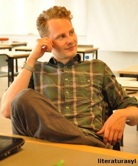 Mads Pankow von DIE EDITORIAL auf http://www.literaturasyl.de/schreiberei/interview-mads-pankow-herausgeber-die-editorial/