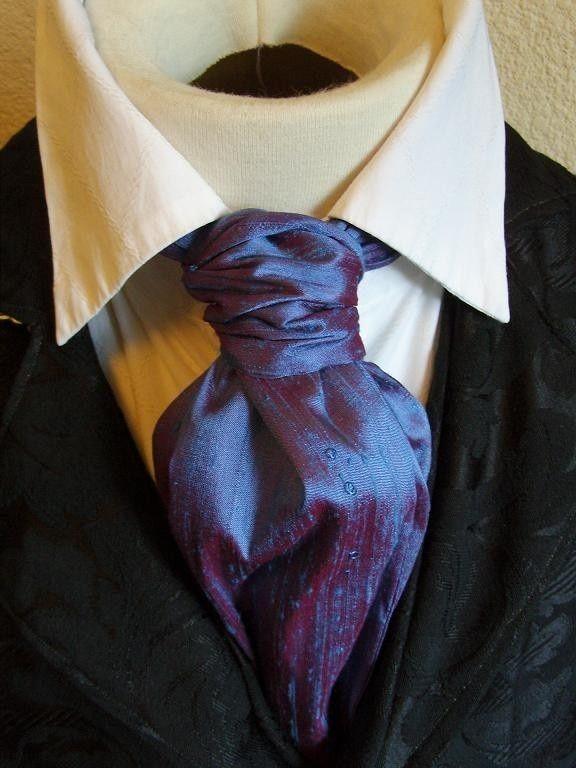 結婚式でタキシードを着る新郎は、昼の礼装であるアスコットタイを選ぶ人も多いはず。フック式・リング付きなど結び方にも色々ありますが、まずは様々な着こなし方を見てアスコットタイ選びの参考にしましょう。今回はアスコットタイを着こなすために見ておきたいおしゃれなデザイン画像をまとめました。