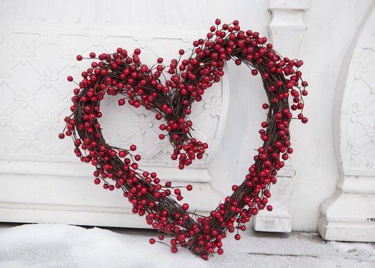 Koselig hjerteformet krans som passer like fint ute som inne.