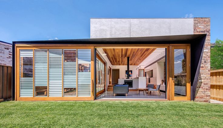 The end and side 'walls' can slide open to give flexible connections to the outdoors