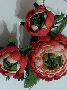 Доброго времени суток всем любителям творить. Сегодня хочу вам предложить создать такой прекрасный цветок как ранункулюс...Долго я кругами возле него ходила..и не выдержала))) Результат представляю вам на суд)) Итаак, что нам понадобится: фоамиран (фом, эва) (у меня 6 цветов) пистолет для горячего клея и сам клей, проволока флористическая ( ну или какая у вас под руками)) ножницы, утюг, по…