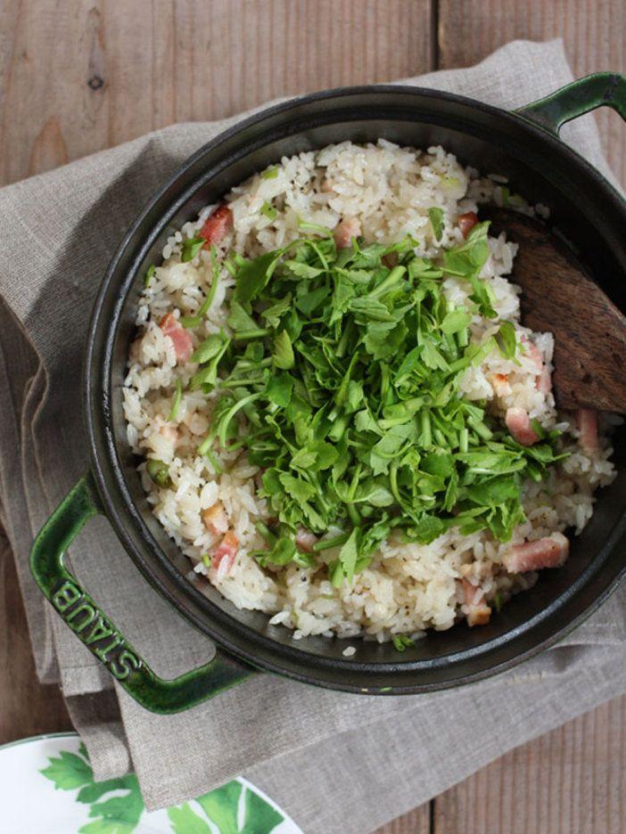 ベーコンの旨みや脂分をせりが爽やかにまとめてくれる。隠し味はごはんを炊く際の昆布水!|『ELLE gourmet(エル・グルメ)』はおしゃれで簡単なレシピが満載!