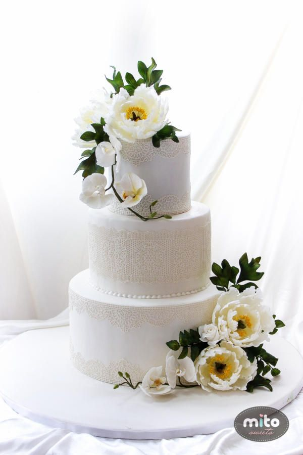 EDITOR'S CHOICE (01/26/2015) Innocent White lace cake heart emoticon by Mito Sweets  View details here: http://cakesdecor.com/cakes/177735-innocent-white-lace-cake-3