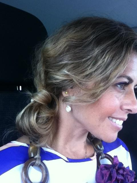 No outro dia da trança, acabei por não mostrar outro penteado que fiz. Muito giro, mto fácil, dá um ar muito arrumadinho e elegante.  Percebem como se faz?