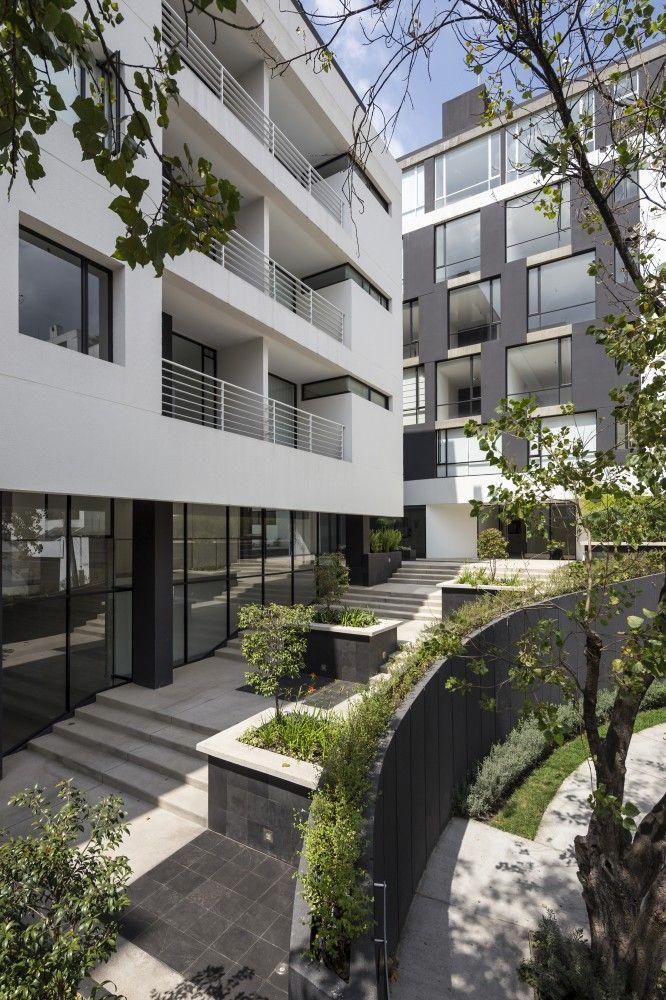 Onyx Building / Diez + Muller Arquitectos. Photography by Sebastian Crespo.