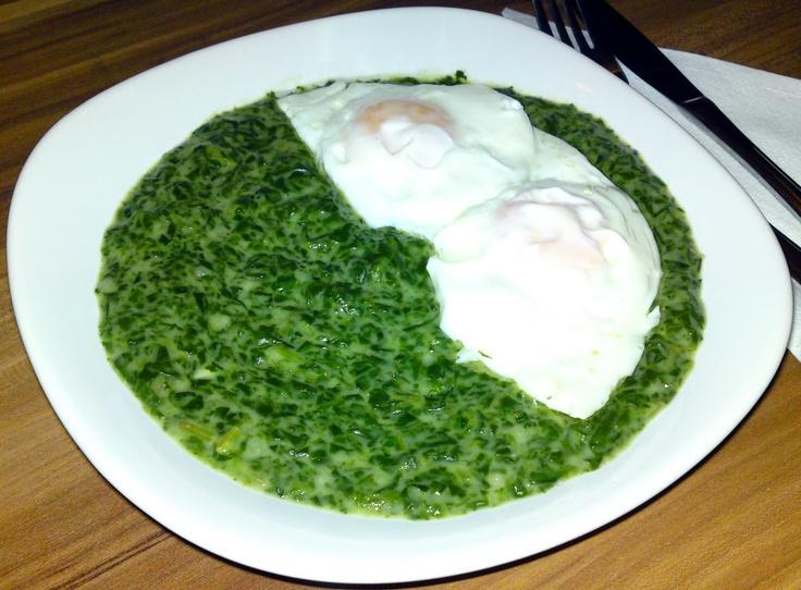 spinach with poached eggs (spanac cu oua ochiuri)