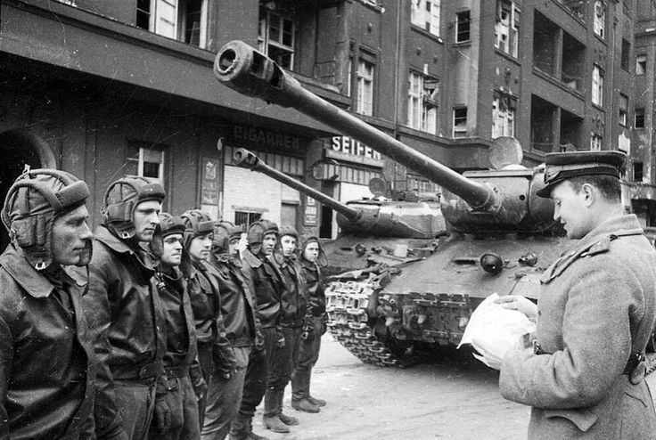 IS-2 tanks in Berlin