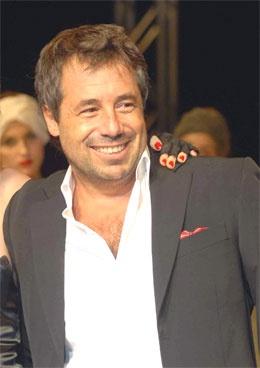 Ricky Sarkany es un famoso diseñador de zapatos (descendiente de húngaros) dijo …   – Famous Hungarians / Híres magyarok