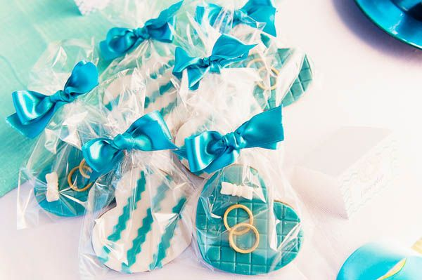 cookie favors | apulia wedding inspiration shoot | see more on http://weddingwonderland.it/2014/02/matrimonio-italoamericano-in-puglia.html