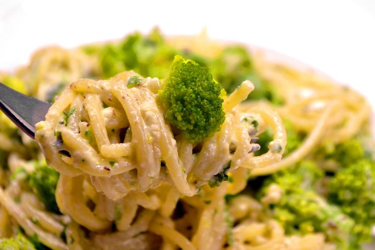 Brokkolis spagetti recept, ricottás-diós pestoval