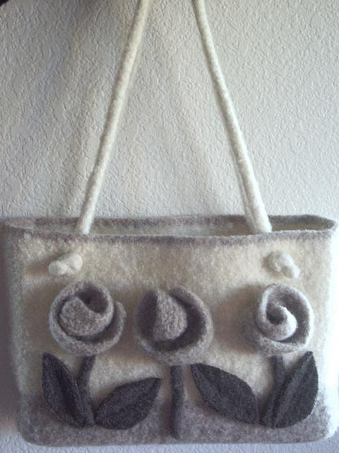 hand knit and felted handbag, love it...wonder if the flowers would get caught on everything...hmmm