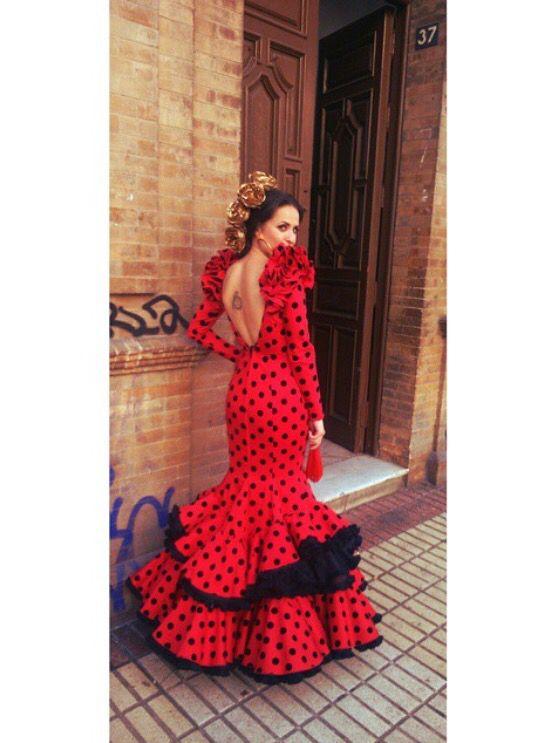 @ponteuntrapito Traje de flamenca rojo con lunares negros