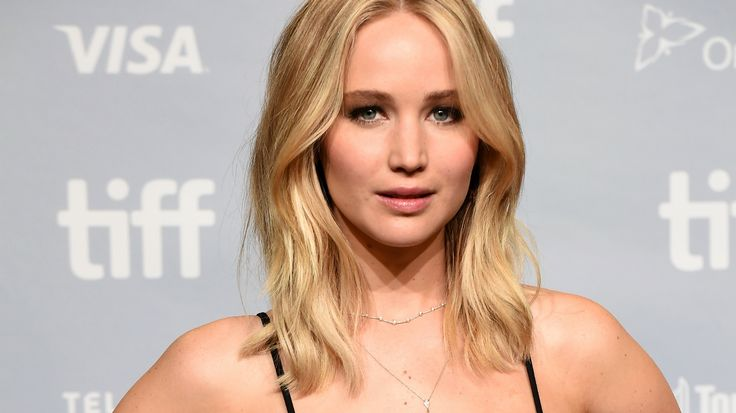 Jennifer Lawrence recalls trying to jump out of a plane after terrifying anxiety attack