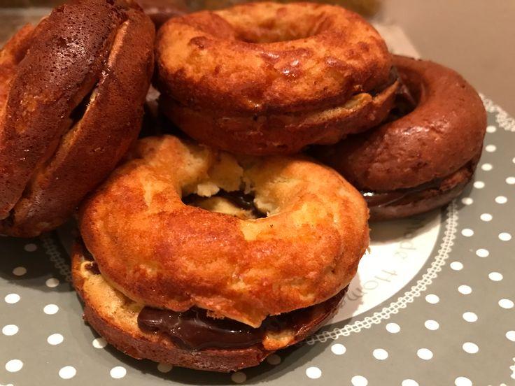 Donuts façon invisible aux pommes et chocolat   70g de farine 2 oeuf  100ml de lait  1CS de miel  Cannelle  Nesquick tartine  Cuire 30min à 180 degrés                🍩www.chezfloflo.com🍩  FB: www.facebook.com/chezflowflow Instagram : la.nvelle.flow