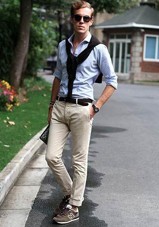 青シャツ×茶色ニューバランスの着こなし(メンズ) | Italy Web もっと見る